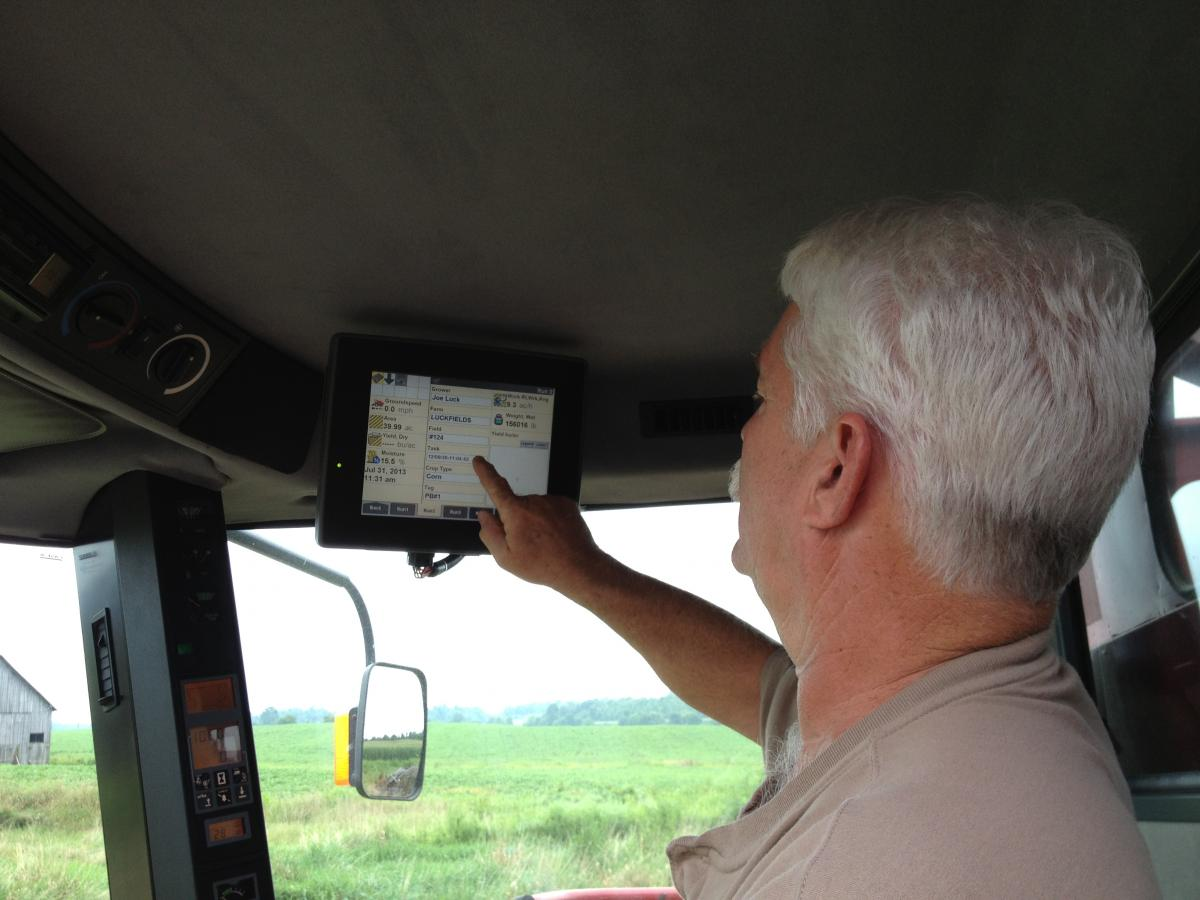 Setting a yield monitor in a combine