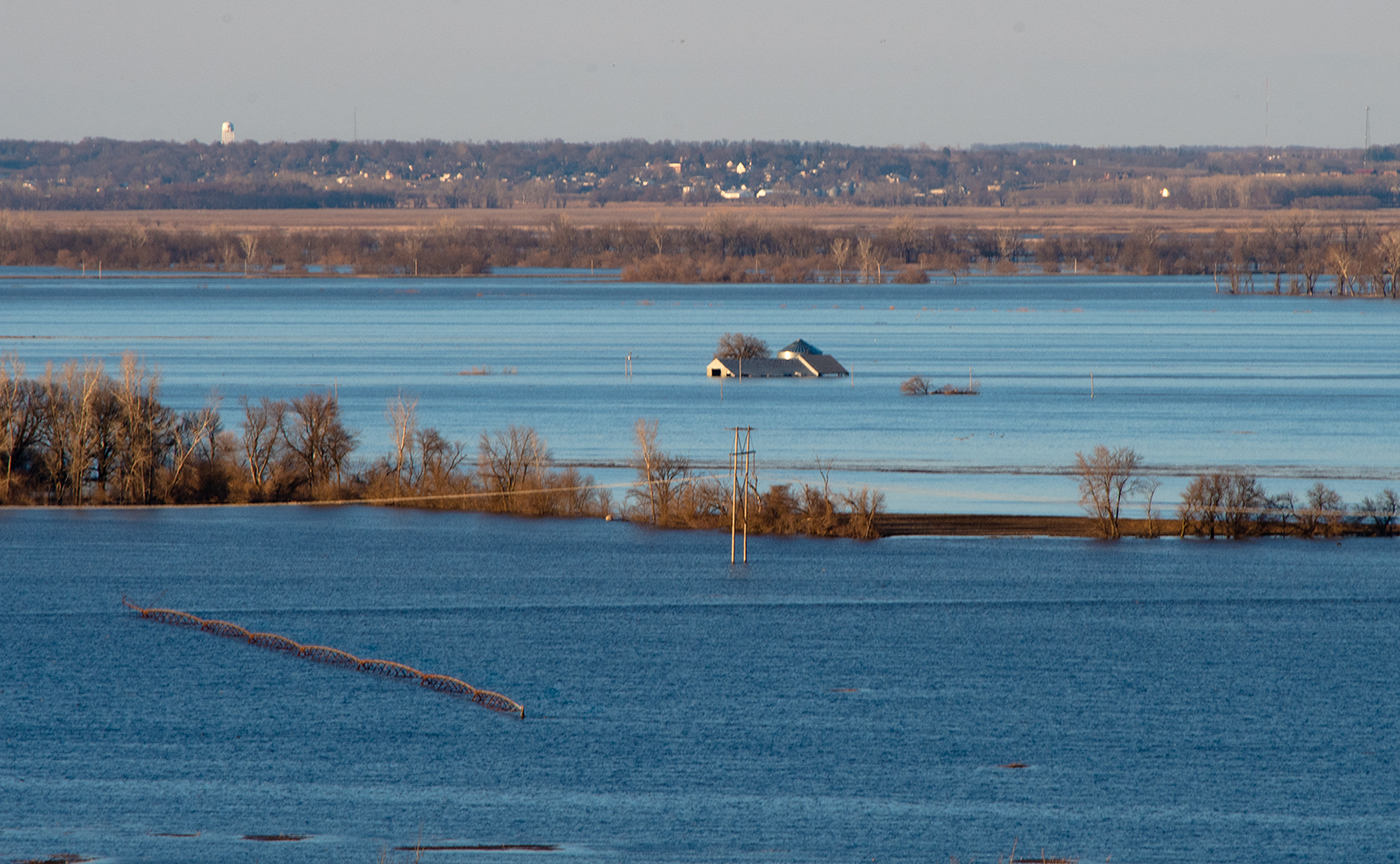 A center pivot and farm home are barely visible in the Missouri River floodwaters late this week. (Photo by Laura Thompson)