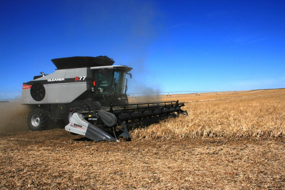 Figure 1. Direct harvesting of dry edible beans in the Nebraska Panhandle.