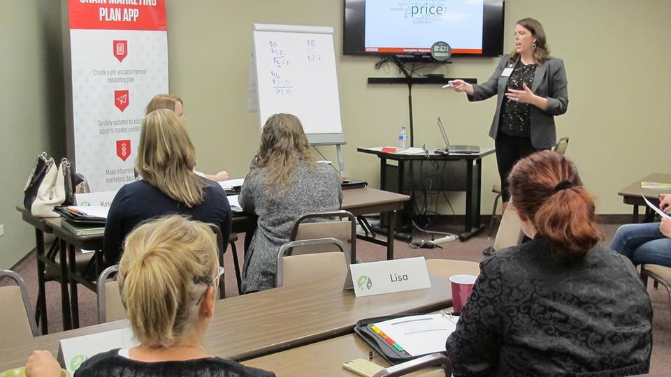 Jessica Groskopf teaching a course