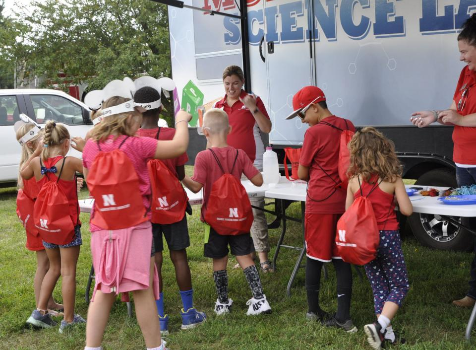 Children experiencing science at the 2018 Haskell Field Day