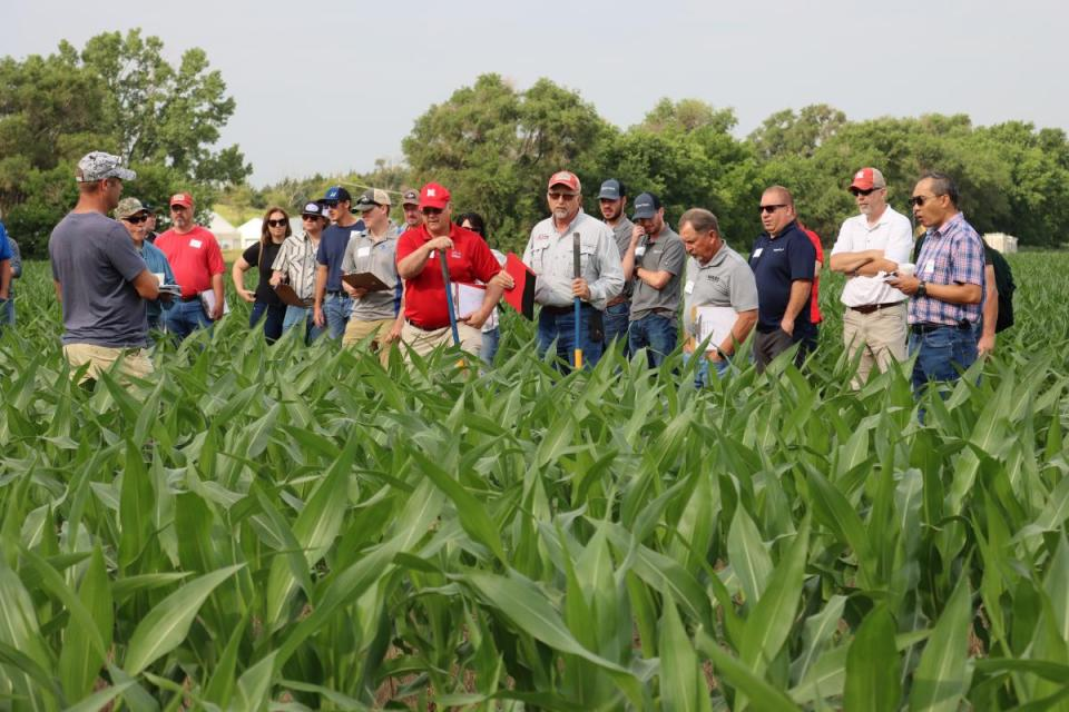 TAPS field day attendees examine field