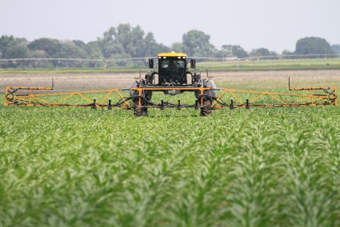 In-season nitrogen (UAN) is applied to corn in an on-farm research study. For fields with suspected nitrogen loss, on-farm research is a great way to evaluate in-season N rates and recommendation approaches. (Photo by Richard Ferguson)